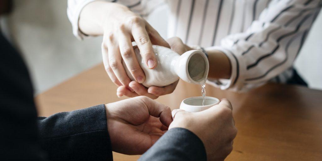 7 Best Sake Bottles - Buyer's Guide & Tips